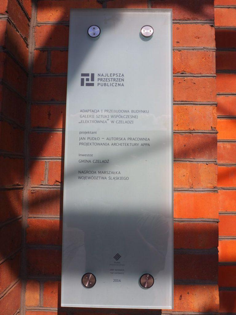 """Tablica informująca o nagrodzei """"Najlepsza Przestrzeń Publiczna"""""""